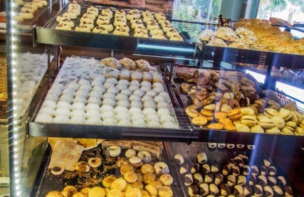 Где полакомиться восточными сладостями