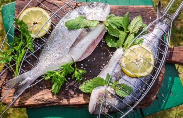 рыба, жаренная на решетке