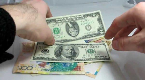 В Турции охотно принимают доллары и евро
