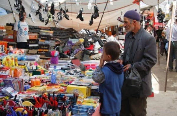 В магазинчиках и поселка Гёйнюк нетруднокупить все