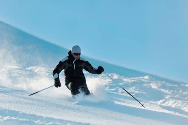 Сноуборд и горные лыжи в Текирова
