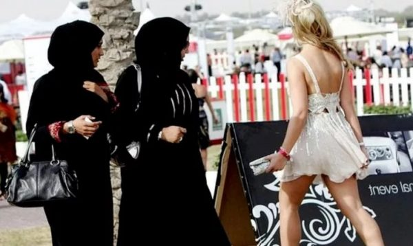 Как вести себя в Турции: на пляже, в мечети, в гостях, в транспорте, в магазинах