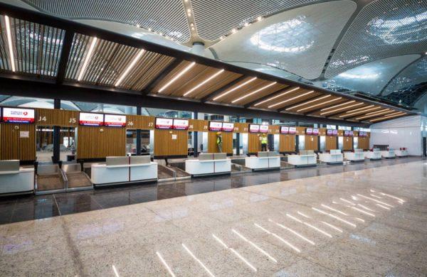 Аэропорт огромен, поэтому будьте очень внимательны, если промахнетесь с направлением, возможно придётся долго возвращаться.