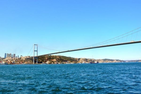 Мост через пролив Босфор в Стамбуле