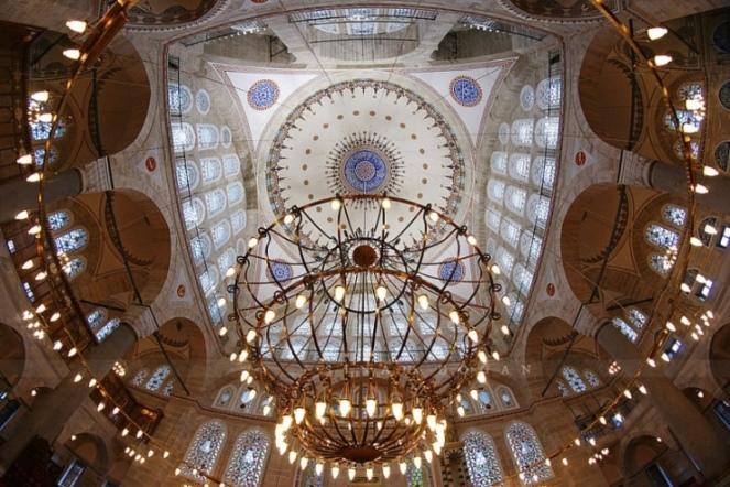 Мечеть Михримах Султан в Эдирнекапы: внутреннее убранство