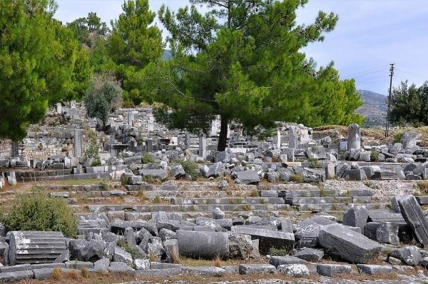 руины Приена