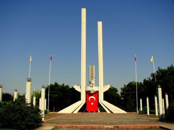 Lozan Anıtı (монумент Лозанну)